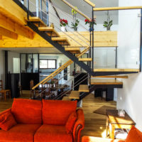 Escalier verre bois métal