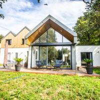 maison avec toiture ardoise