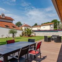 espace extérieur avec terrasse bois