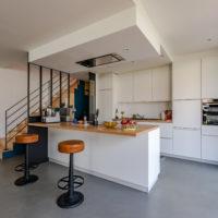 cuisine ouverte sur salon avec verrière